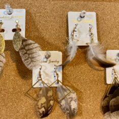 羽根つきピアスorイヤリング